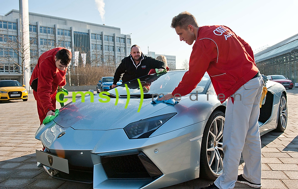 Lamborghini wird herausgeputzt - AUDI AG - Jahrespressekonferenz, Ingolstadt 10.3.2015