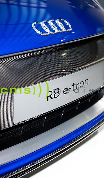 AUDI R8 e-tron - Logo - AUDI AG - Jahrespressekonferenz, Ingolstadt 10.3.2015