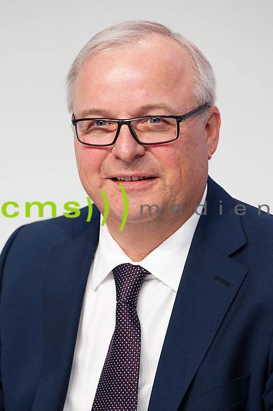 Prof. Dr.-Ing. Hubert Waltl - Mitglied des Vorstands der AUDI AG - Jahrespressekonferenz, Ingolstadt 3.3.2016