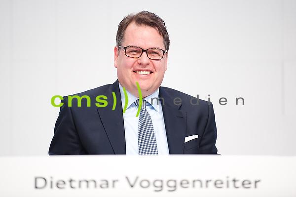Dr. Dietmar Voggenreiter - Mitglied des Vorstands der AUDI AG - Vertrieb + Marketing - Jahrespressekonferenz, Ingolstadt 3.3.2016