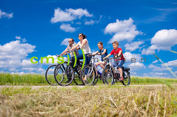 CMS-MEDIEN.EU - Fahrradfahrer - Familie - Fotos model released