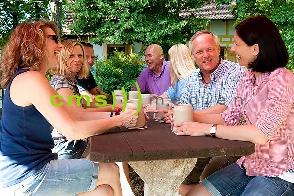 Bayerischer Biergarten - Bierkeller in Franken - Bierkultur und Biergenuss - Model released © CMS-MEDIEN.EU