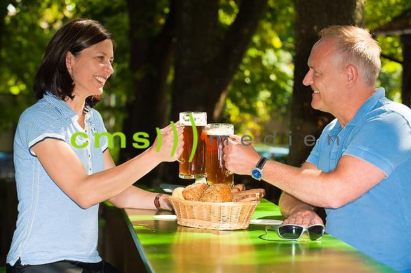 Tourimsus: Fraenkischer Biergarten - Biergarten in Bayern: Gasthof Schiller in Wernsdorf - Biergenuss © CMS-MEDIEN.EU
